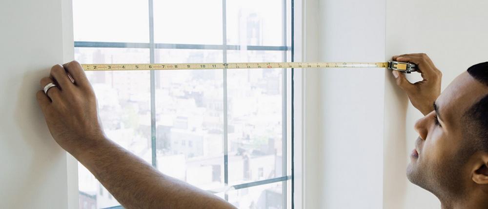 установка пластиковых или алюминиевых окон профессионалами в доме из сип панелей