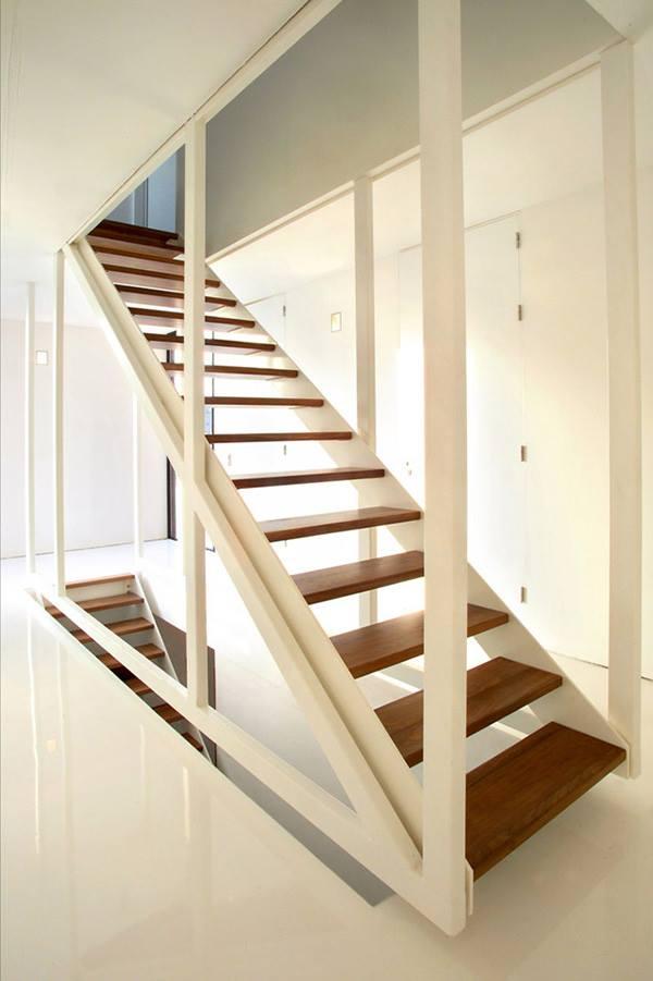 Прямая маршевая лестница в канадском доме