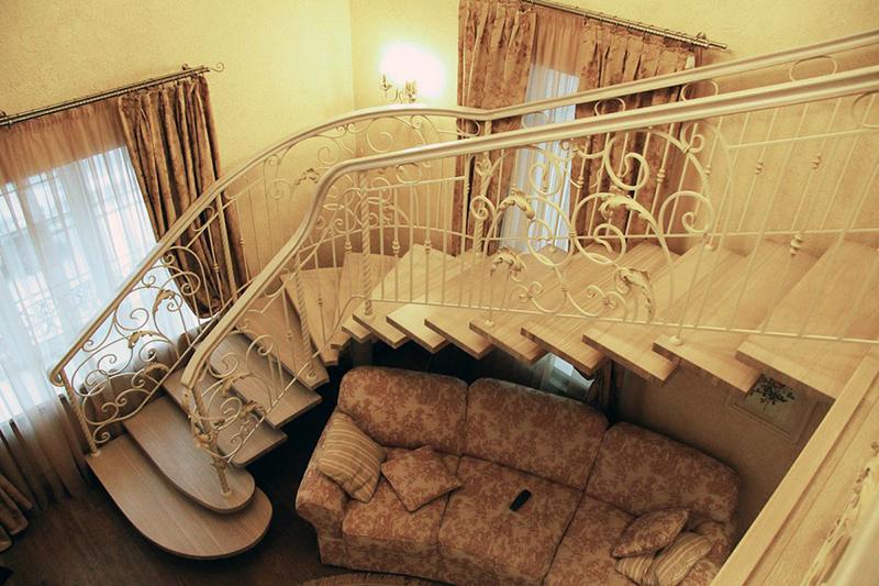 Поворотные лестницы закругленной формы