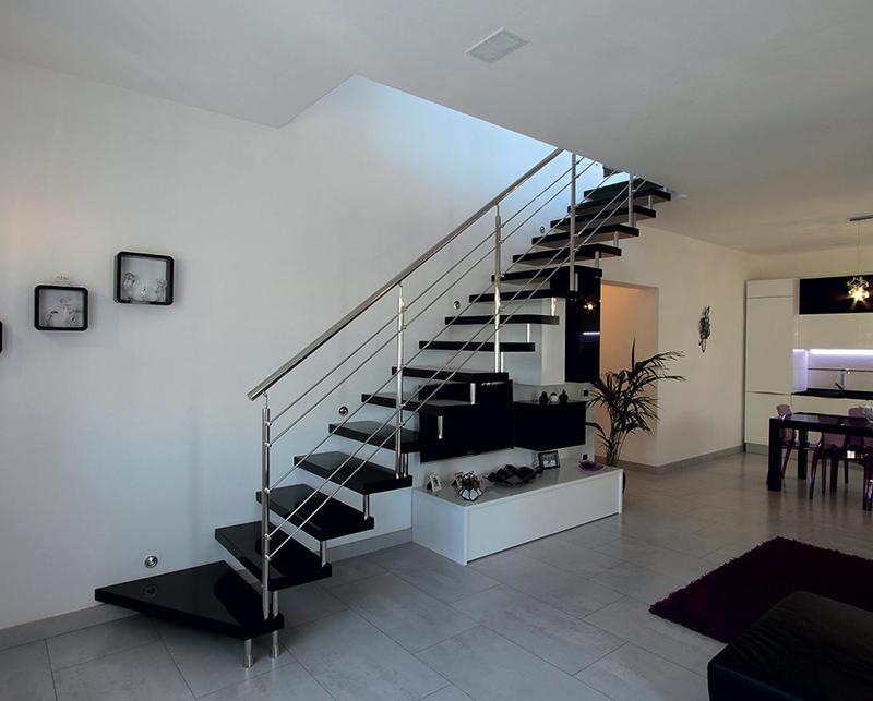 Больцевые лестницы для канадского дома