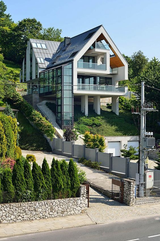 дом на столбах фото