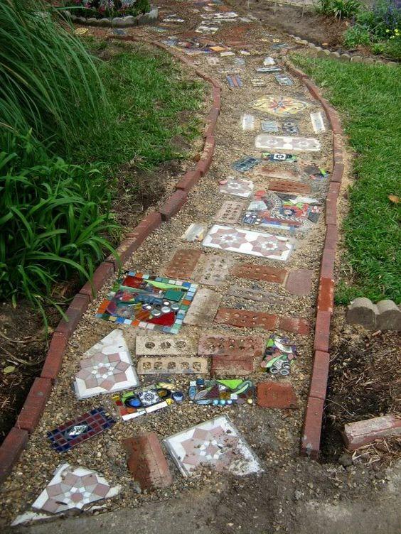 необычная дорожка в саду керамика