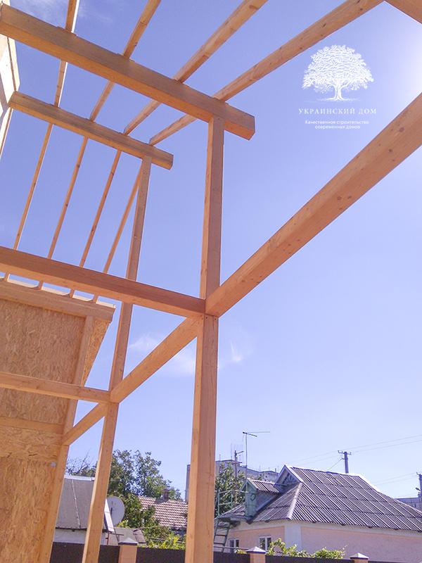 """Канадский дом из сип панелей - объект компании """"Украинский дом"""" в Кривом Рогу - каркас козырька над балконом"""