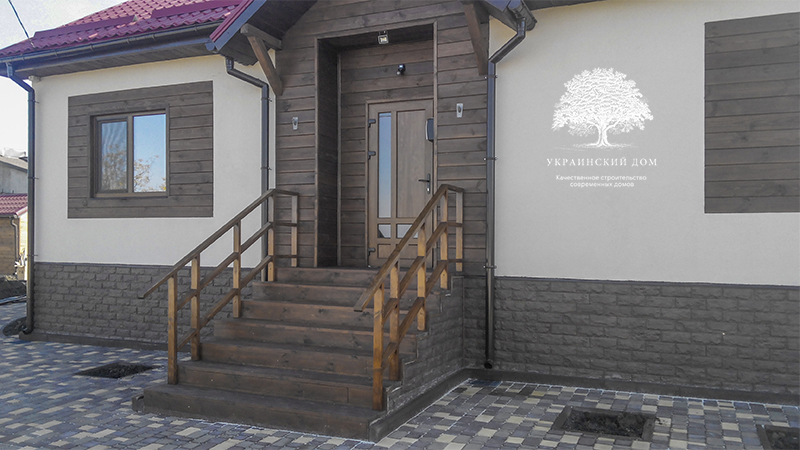 """Канадский дом из сип панелей - объект компании """"Украинский дом"""" в Днепропетровске - крыльцо - добро пожаловать на новоселье!"""