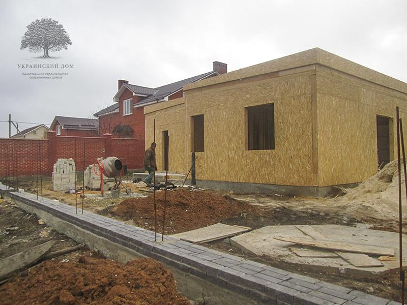 """Канадский дом из сип панелей - объект компании """"Украинский дом"""" в Юрьевке - строим забор"""