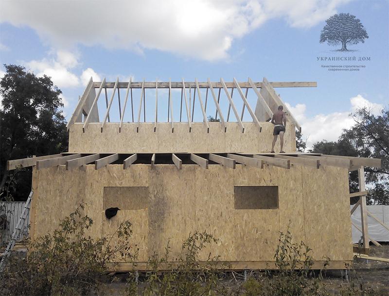 """Канадский дом из сип панелей - объект компании """"Украинский дом"""" в с. Курортное - строящийся дом вид сбоку"""