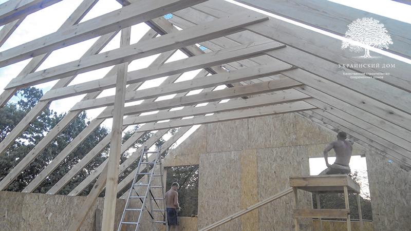 """Канадский дом из сип панелей - объект компании """"Украинский дом"""" в с. Курортное - вид на строящуюся крышу изнутри"""