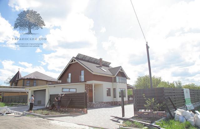 Теплый канадский дом с гаражом в ЗапорожьеТеплый канадский дом с гаражом в Запорожье - балкончики